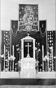 Ołtarz w kościele parafialnym – po 1945 r.