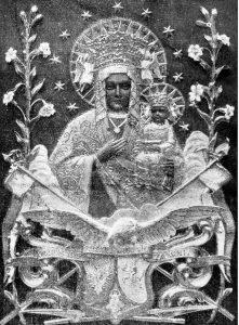 Płaskorzeźba Matki Bożej Królowej Korony Polskiej – 1925 r. Obecnie umieszczona w oknie na szczycie kościoła.